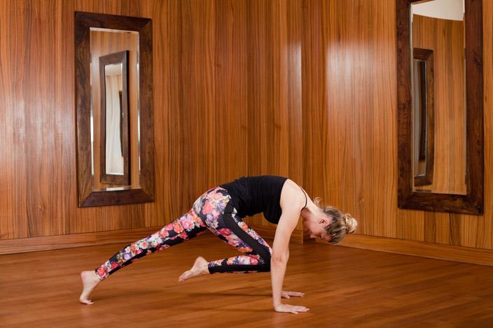 6. Bretthaltung mit Knie zum Kopf