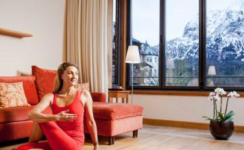 Barbra Noh auf der Yogamatte
