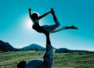 Acro-Yoga