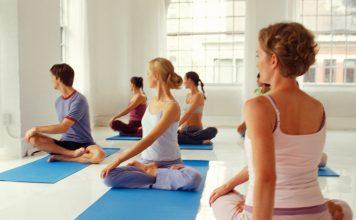 Yogalehrer in der Stunde