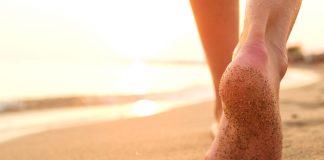 Barfuss gehen am Strand
