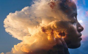 Bild miit Doppelbelichtung, Frau mit Wolken