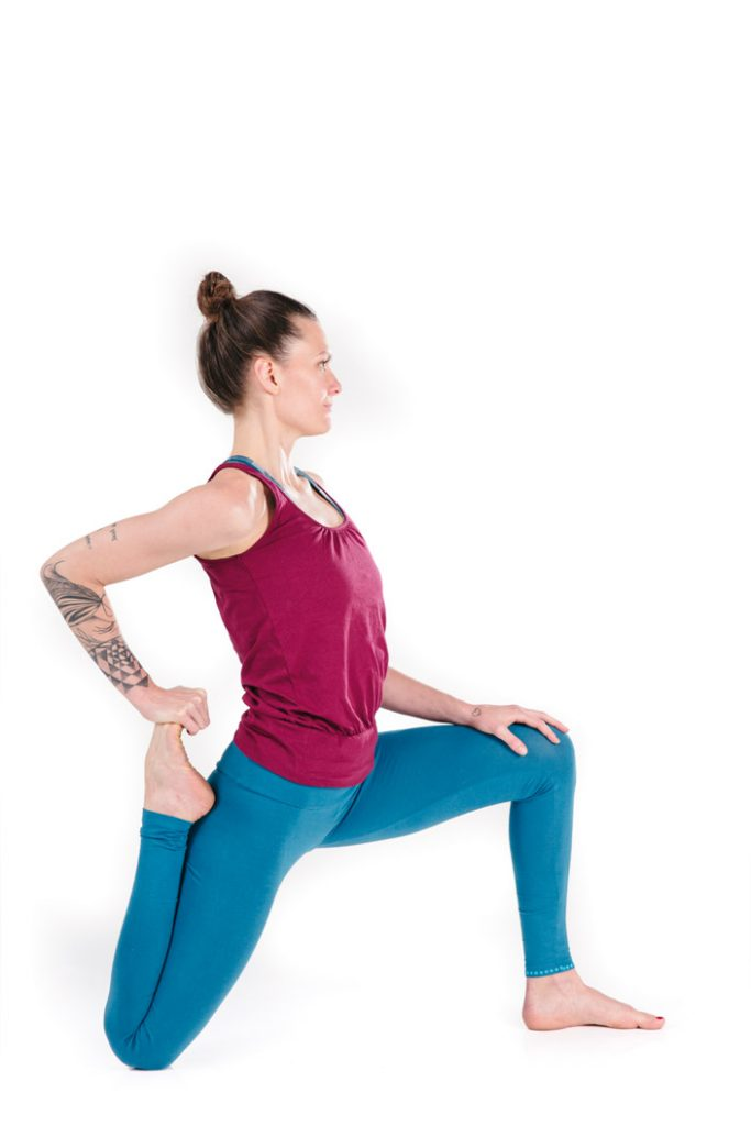 5) Anjaneyasana-Variation 2
