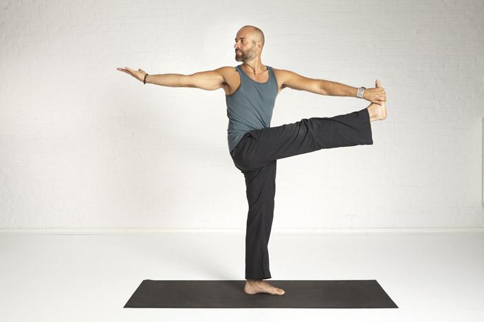 8. Hand-Zeh-Pose – gedrehte Variante